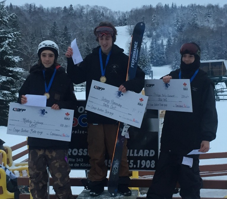 Compétition de slopestyle au centre de ski Belle-Neige